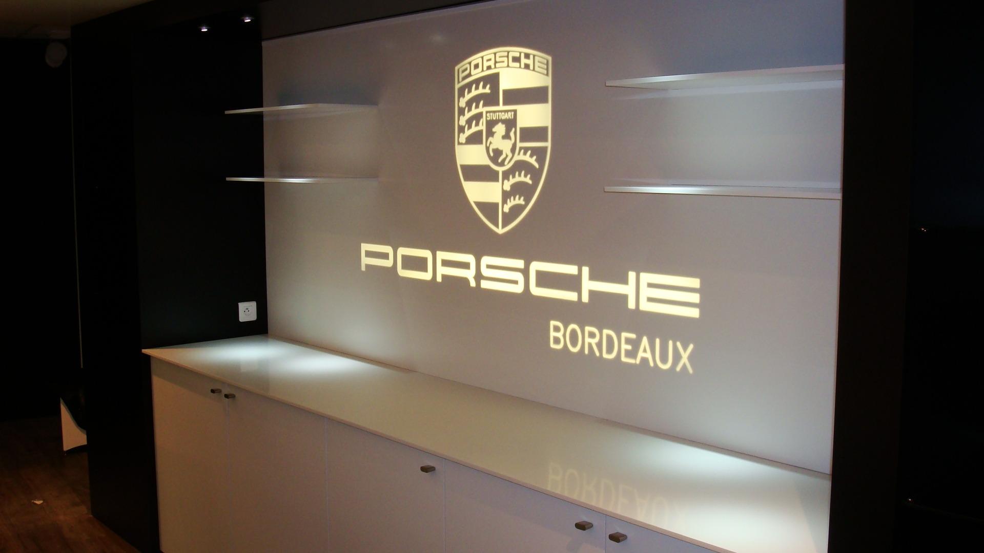 PORSCHE BORDEAUX 2